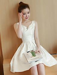 Sinal de primavera 2017 nova moda elegante v-neck vestido sem mangas de ouro jacquard vestido princesa vestido