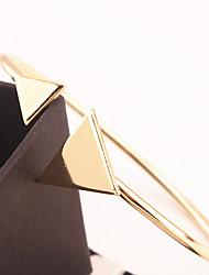 Femme Manchettes Bracelets Bijoux Mode Alliage Forme de Triangle Or Argent Bijoux Pour Occasion spéciale Sports 1pc
