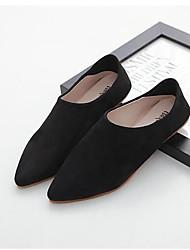 Les talons des femmes illuminent les chaussures pu office&Robe de carrière beige noir