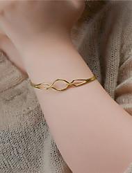 Femme Manchettes Bracelets Bijoux Mode Cuivre Forme Géométrique Or Argent Bijoux Pour Soirée Occasion spéciale 1pc