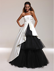 Платье из атласа без бретелек без бретелек без бретелек длиной до пола с ботинком на черном ts couture®