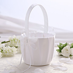 סל פרחים לחתונה סאטן לבן עם סל ילדה פרח עיצוב פרפר