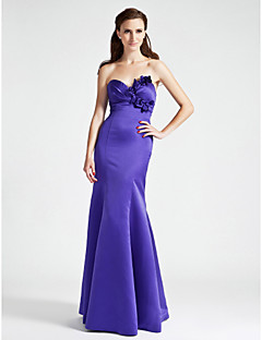 Floor-length Satin Bridesmaid Dress Trumpet / Mermaid Strapless / Sweetheart Plus Size / Petite with Flower(s) / Side Draping