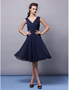 Knee-length Chiffon Bridesmaid Dress A-line V-neck Plus Size / Petite with Side Draping / Criss Cross / Ruching