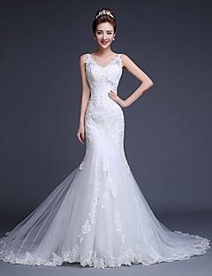 Fit & Flare Wedding Dress Court Train V-neck Tulle