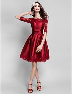 Cocktailparty Kleid Ballkleid Bateau - Linie Knie-Länge Satin mit Applikationen / Schärpe / Band / Horizontal gerüscht