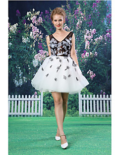 Cocktail Party Dress - A-line V-neck Short/Mini Lace/Organza