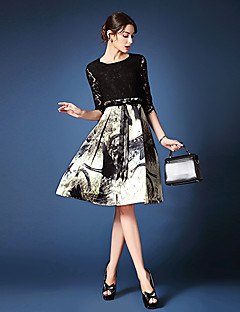 A-line Mother of the Bride Dress - Print Knee-length Half Sleeve Lace / Polyester