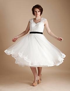A-라인 웨딩 드레스 종아리 길이 스트랩 레이스 / 튤 와 리본 / 버튼 / 레이스 / 허리끈 / 리본