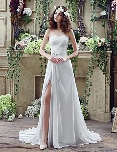 A-라인 웨딩 드레스 코트 트레인 스윗하트 쉬폰 와 비즈 / 크리스-크로스