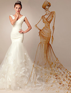 Trumpet / Mermaid Wedding Dress - Chic & Modern Court Train V-neck Organza with