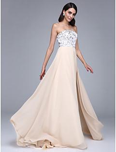 포멀 이브닝 드레스 A-라인 끈없는 스타일 코트 트레인 쉬폰 와 앞면 트임 / 스팽글