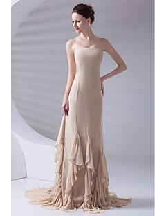 포멀 이브닝 드레스 트럼펫 / 머메이드 끈없는 스타일 코트 트레인 쉬폰 와 티어