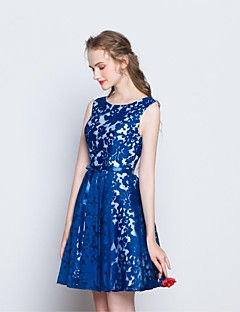 Knee-length Lace Bridesmaid Dress - Short A-line Scoop with Bow(s) / Lace