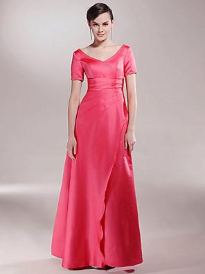 A-linje Plusstørrelse / Petite Kjole til brudens mor Gulvlang Kortermet Sateng - Perler / Ruchiing / Delt front