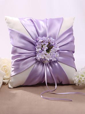 lila virág rajzolatú szatén jegygyűrű párna