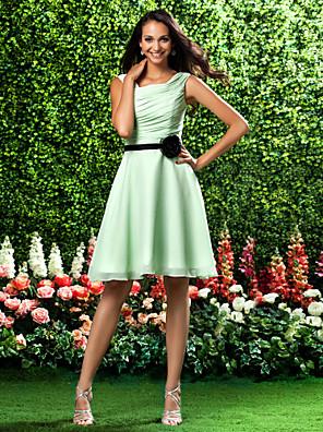 Knælang Chiffon Brudepigekjole A-linje / Prinsesse Firkantet Plusstørrelse / Petite med Blomst(er) / Bælte / bånd / Sidedrapering