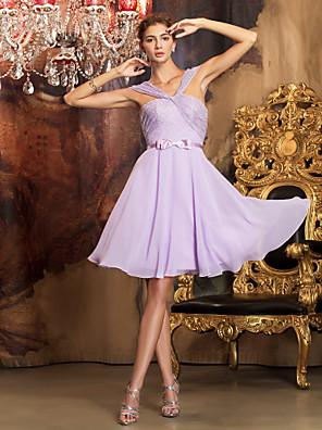 Lanting Bride® Térdig érő Sifon / Csipke Koszorúslány ruha - A-vonalú Ejtett vállú Molett / Filigrán val vel Csokor / Pántlika / szalag