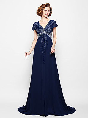 A-line Plus Size / Petite Mother of the Bride Dress Court Train Short Sleeve Georgette with Beading / Sequins