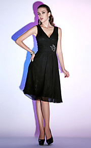 Homecoming Cocktail Party/Holiday Dress - Black A-line/Princess V-neck Knee-length Chiffon