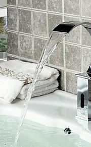 eigentijdse badkamer wastafel waterval kraan met automatische sensor