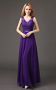 Floor-length Chiffon Bridesmaid Dress Sheath / Column V-neck with Appliques
