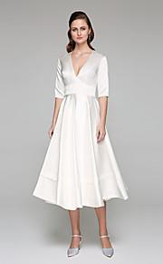 Trapèze Col en V Longueur Genou Satin Robe de mariée avec Ceinture / Ruban par LAN TING BRIDE®