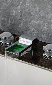 Moderni Kolmiosainen LED Vesiputous with  Keraaminen venttiili Kaksi kahvaa kolme reikää for  Kromi , Kylpyhuone Sink hana