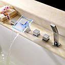 Suvremeni Rimska kupelj LED / Waterfall / Tuš uključen with  Keramičke ventila Dvije ručke pet rupa for  Chrome , Slavina za kadu