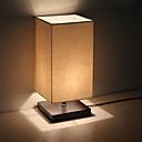 Moderní minimalistická dřevěná stolní lampička